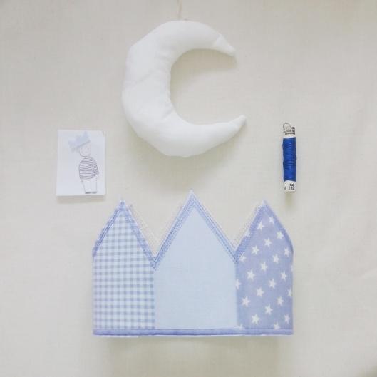 corona blava amb lluna